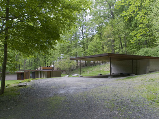 Allan J. Gelbin-designed midcentury modern two-bedroom property in Weston, Connecticut, USA