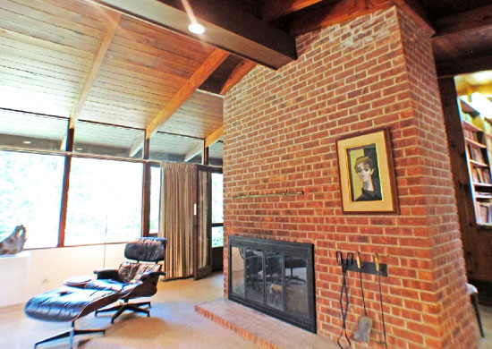 1950s Frank Lloyd Wright-inspired property in Ardsley, New York state, USA