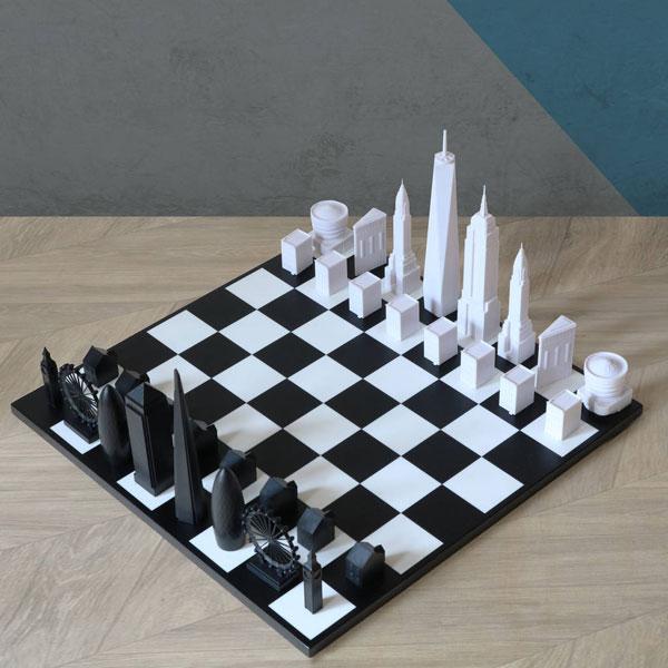 28. London vs New York Skyline chess set