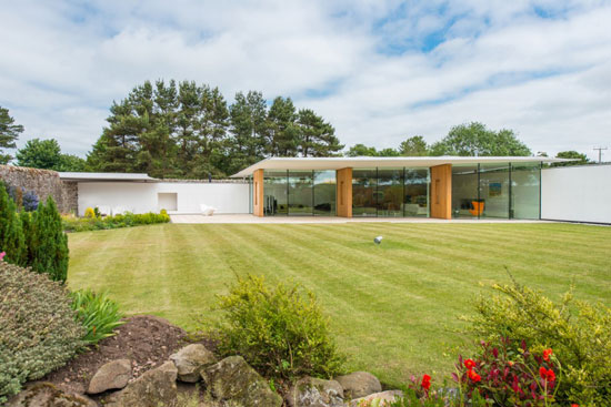 Gareth Hoskins contemporary modernist property in Ladybank, Fife, Scotland