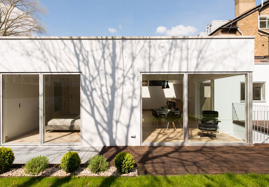 On the market the garden house contemporary modernist for Modern garden house