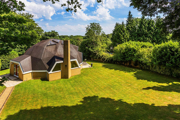 1980s David Richmond Associates Geodesic Dome property in Tatsfield, Kent