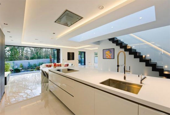 Contemporary modernist property in Mill Hill, London NW7