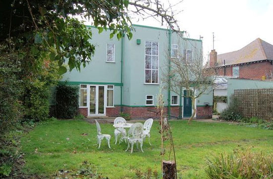 Three-bedroom 1930s art deco property in Gloucester, Gloucestershire