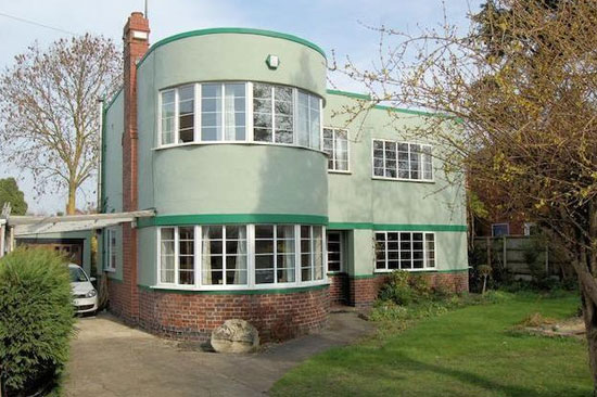 Three-bedroom 1930s art deco property in Gloucester, Gloucestershire