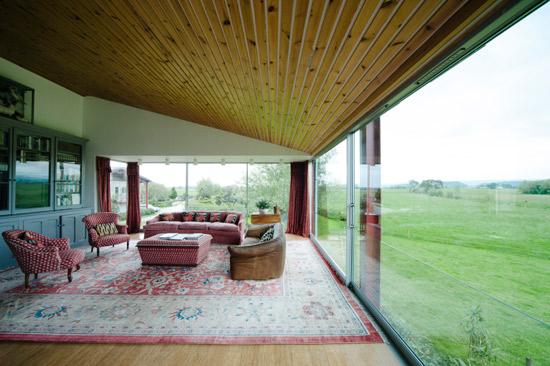 Richard Paxton-designed modernist barn in Glastonbury, Somerset