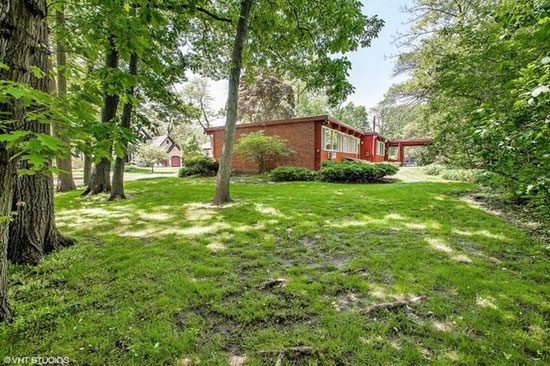 1950s Keck and Keck-designed midcentury property in Glencoe, Illinois, USA