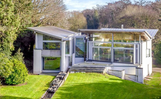 Grand Designs: The Inverted-Roof House in Amersham