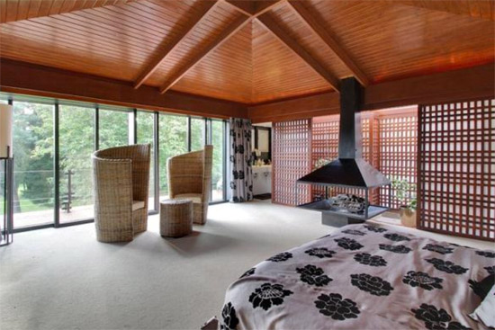 1960s Michael Twigg-designed Medlars modernist property in East Grinstead, West Sussex