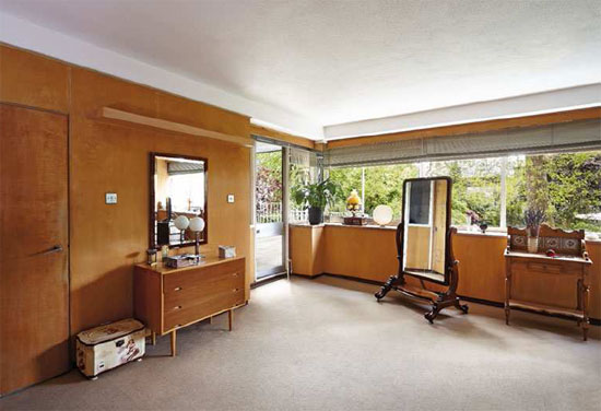 1930s grade II-listed Walter Gropius-designed modernist property in London SW3