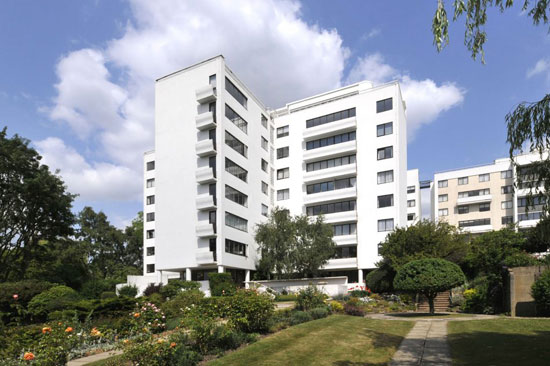 Apartment in the Berthold Lubetkin-designed Grade I-listed Highpoint I building in London N6