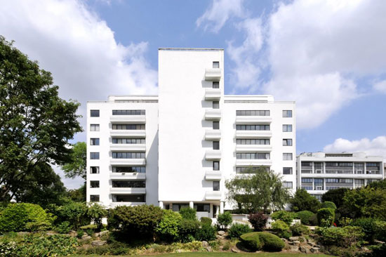 Apartment in the Berthold Lubetkin-designed grade I-listed Highpoint I in London N6