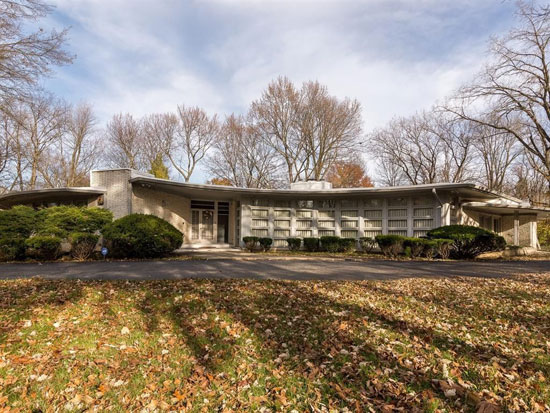 The house that time forgot: Four-bedroom 1950s midcentury modern property in Indianapolis, Indiana, USA