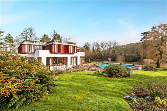 1970s Michael Brawne-designed modernist property in Fishers Pond, Hampshire