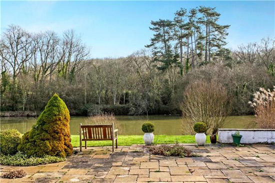1970s Michael Brawne-designed modernist property in Fishers Pond, Hampshire