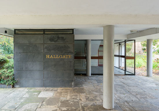 Two-bedroom Span apartment in grade II-listed Hallgate, Blackheath, London SE3