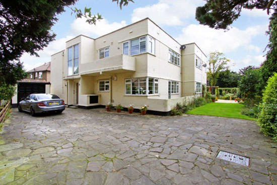 Two-bedroom 1930s art deco apartment in Harrogate, North Yorkshire