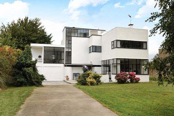 1930s connell ward and lucas designed the saltings modernist property in hayling island hampshire