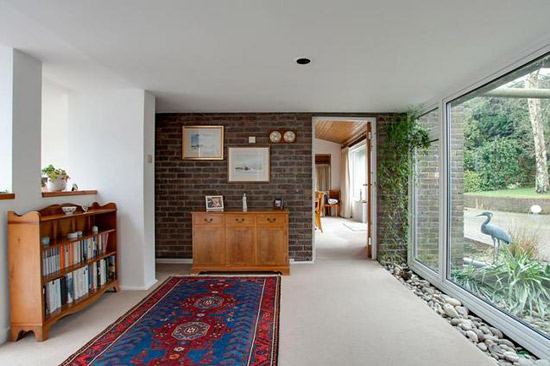 Barnfield 1960s modernist property in Henley-On-Thames, Oxfordshire