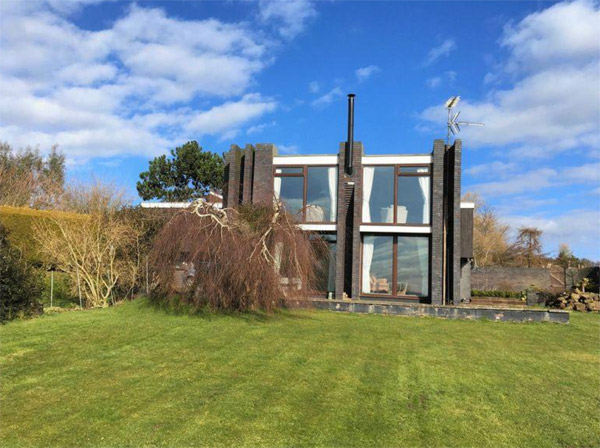 1950s modernist property in Heswall, Cheshire