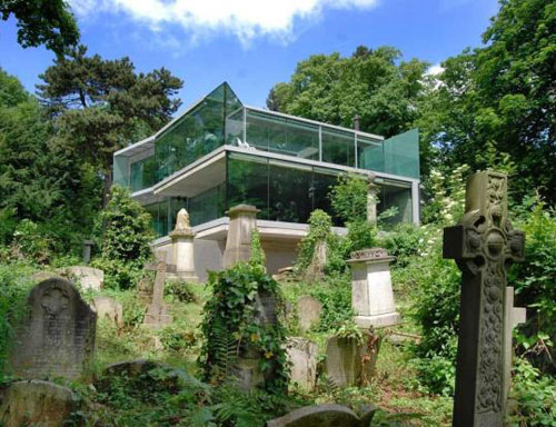 To let: Four-bedroom house overlooking Highgate Cemetery, London, N6