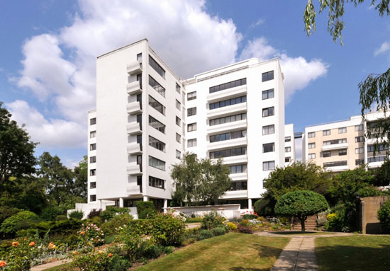 Three bedroom apartment in the grade I-listed 1930s modernist Berthold Lubetkin-designed Highpoint building in North Hill, London N6