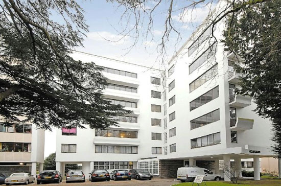 On the market: Two bedroom apartment in the 1930s grade I-listed Berthold Lubetkin-designed Highpoint building, Highgate Village, London N6
