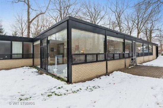 On the market: 1950s James Speyer-designed modernist property in Highland Park, Illinois, USA