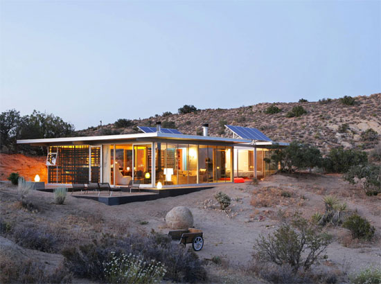 26. Off-grid IT House modernist property in Pioneertown, California, USA
