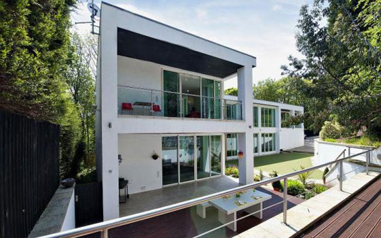 On the market four bedroom contemporary modernist house for Modern house yorkshire
