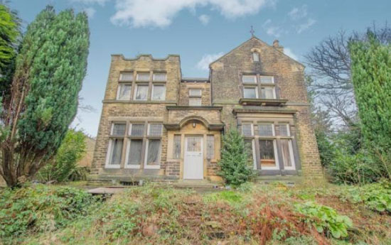 Five Bedroom Detached Victorian Property In Huddersfield West Yorkshire