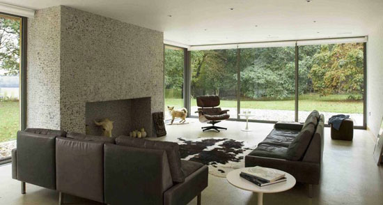 Hut Architecture-designed four-bedroom modernist property in Peasmarsh, East Sussex