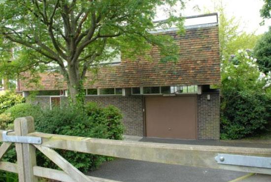 1960s architect-designed Crosstrees modernist property in Hythe, Kent
