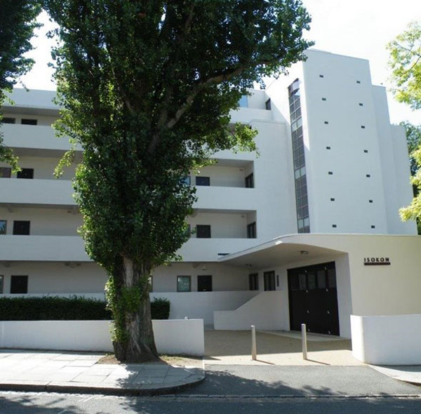 Apartment in 1930s Wells Coates-designed Isokon Building in London NW3