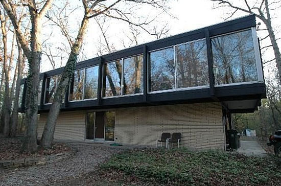 On the market: 1960s Jack Viks-designed modernist property in Lake Forest, Illinois, USA