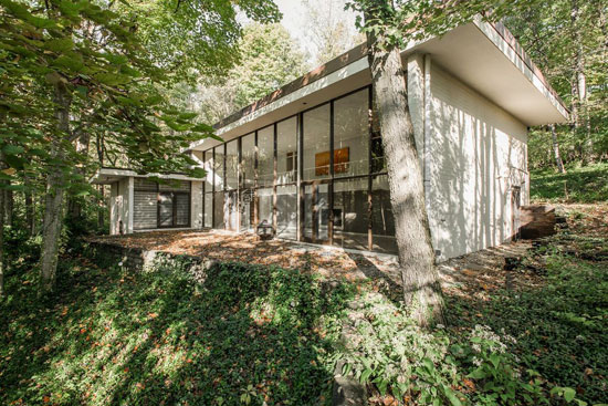 1950s Evans Woollen III-designed modernist property in Indianapolis, Indiana, USA