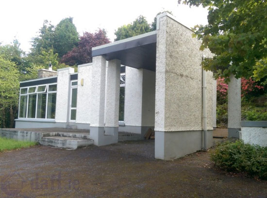 Up for auction: 1960s Kelly, Barry & Associates-designed modernist property in Dromgarriff, County Cork, Ireland