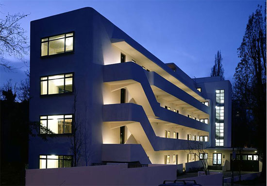 On the market: One-bedroom apartment in the 1930s Wells Coates-designed Isokon Building, London NW3