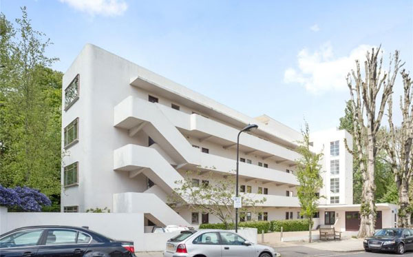 1930s modernism: Studio apartment in the 1930s Wells Coates-designed Isokon Building, London NW3