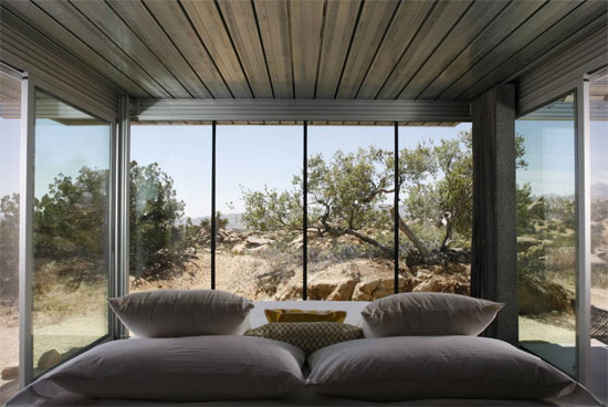 Off-grid IT House modernist property in Pioneertown, California, USA