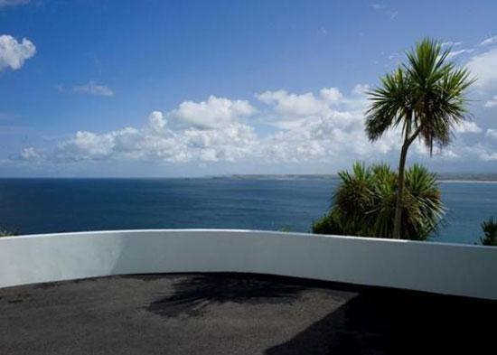 Five bedroom seaside property in St Ives, Cornwall