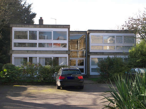 1950s modernism: Apartment in the Stirling & Gowan-designed Langham House Close, Richmond, Surrey