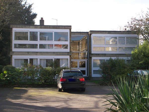 1950s modernism: Apartment in the Stirling & Gowan-designed Langham House Close, Richmond, Surrey