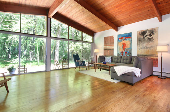 1950s Carl Koch-designed midcentury modern property in Lincoln, Massachusetts, USA