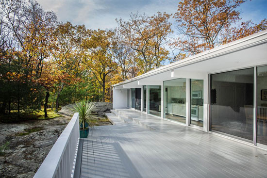 John Black Lee-designed Lee House 1 in New Canaan, Connecticut