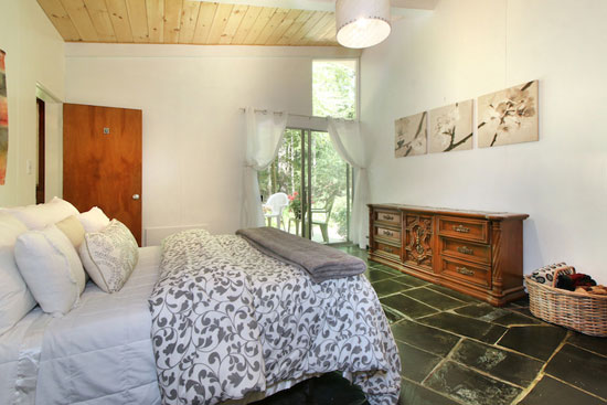 1950s Carl Koch-designed midcentury modern property in Lincoln, Massachusetts, USA