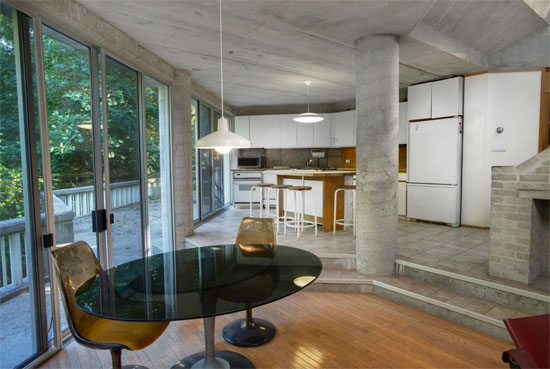 John Black Lee-designed modernist property in New Canaan, Connecticut, USA