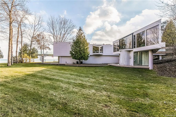 1970s William Kessler modernist property in Fort Gratiot, Michigan