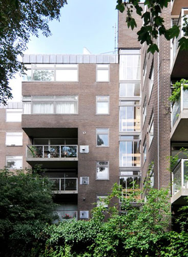 Apartment in 1960s Plane Tree House, Duchess of Bedfords Walk, Kensington, London W8