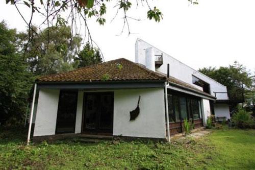 On the market: 1960s Robert Steedman-designed Calderstone House in East Kilbride, Lanarkshire